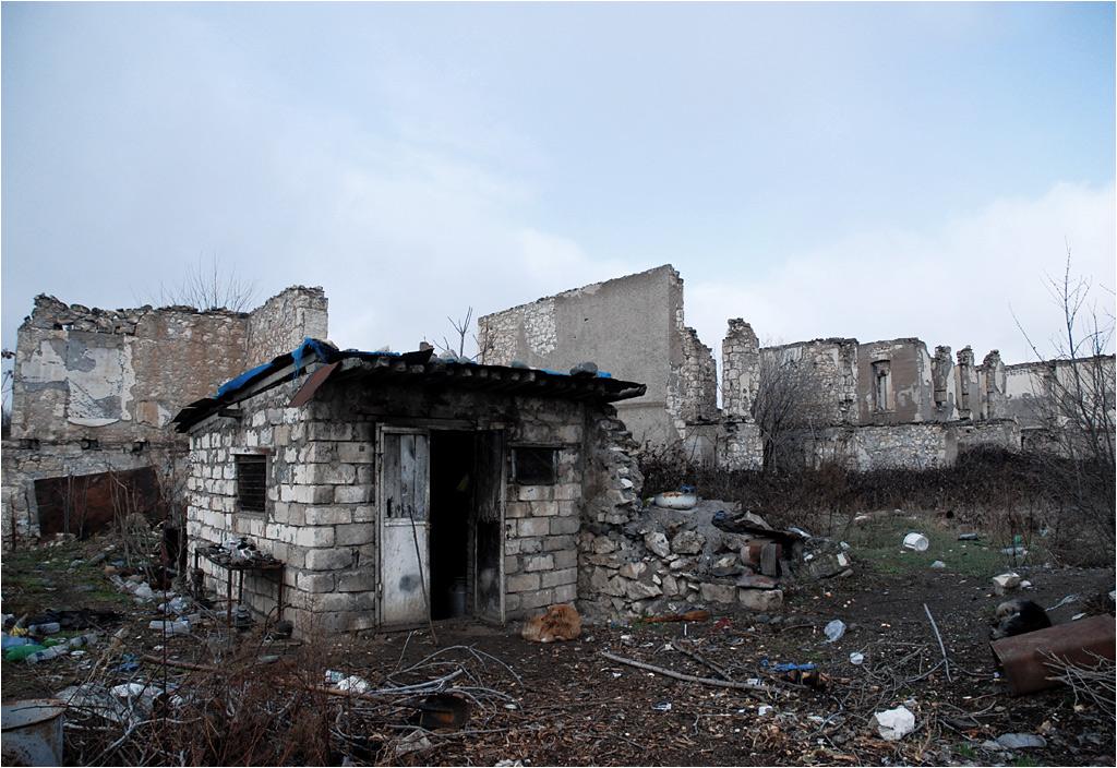 Domek Dawida pośród ruin miasta