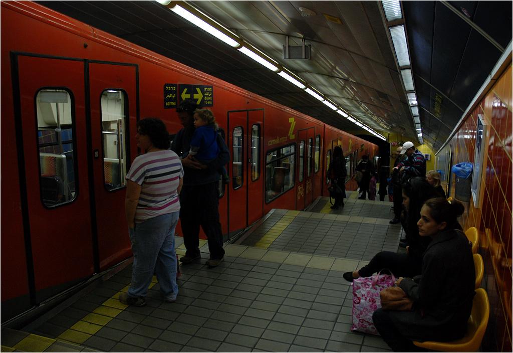 Karmelit, peron stacji Gan Ha'em.