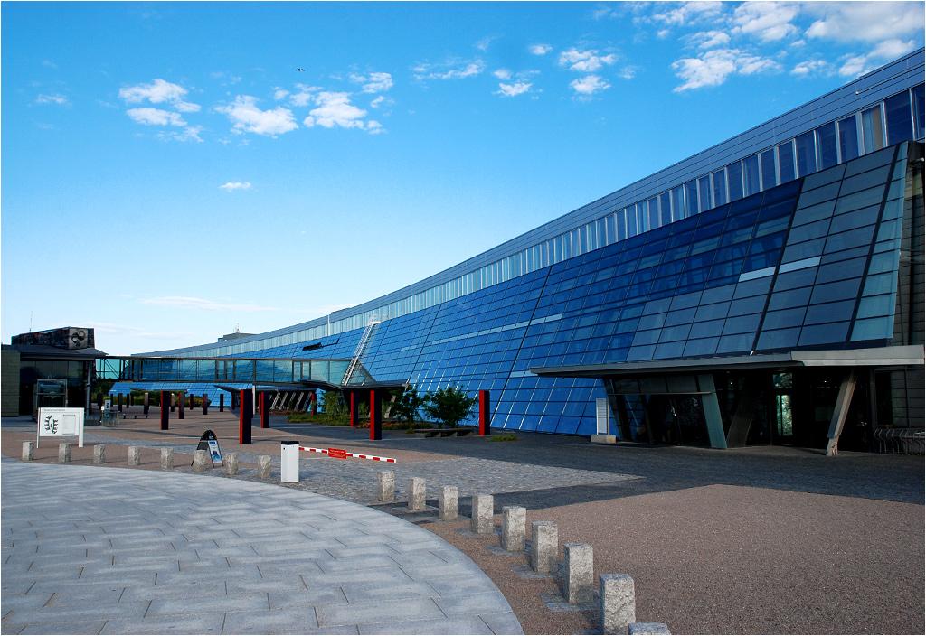 Dawny terminal lotniskowy dziś służy jako biura