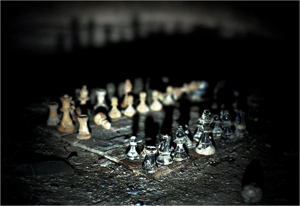Pozostawiona przez katafilów partia szachów