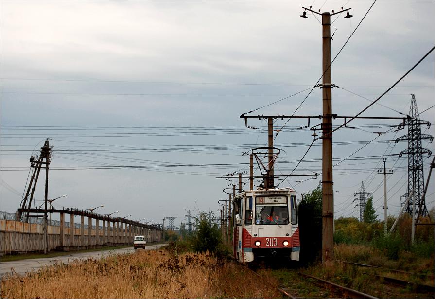 Czelabiński tramwaj okrążający wielki kombinat metalurgiczny