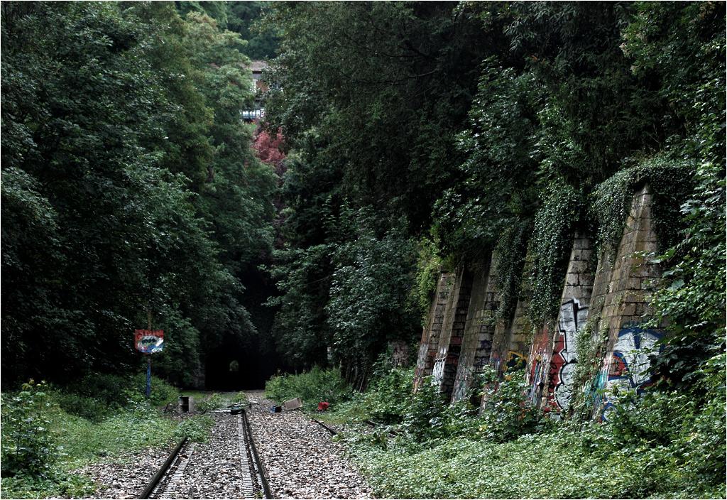 Wykop linii w parku Buttes Chaumont