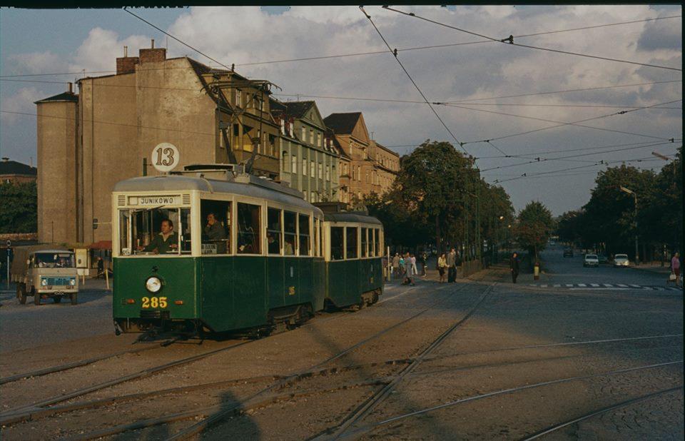 A skoro o malowaniu mowa - niemal kropka w kropkę jak chilijskie trolejbusy wyglądały niegdyś poznańskie tramwaje (fot. Hans Oerlemans ze zbiorów Tomasza Gieżyńskiego - dziękuję!)
