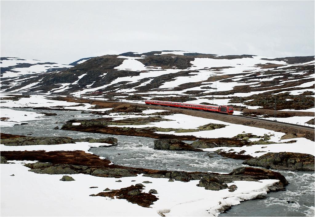 Surowe krajobrazy płaskowyżu Hardangervidda zaraz za Finse.