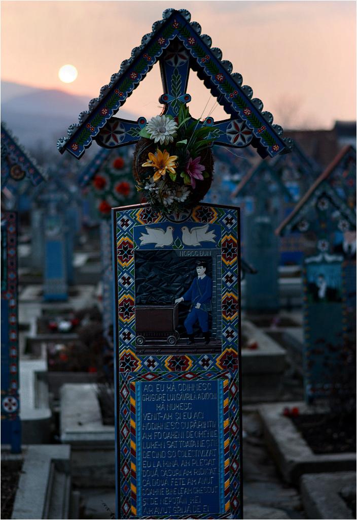 Săpânța - wesoły cmentarz pod wieczór