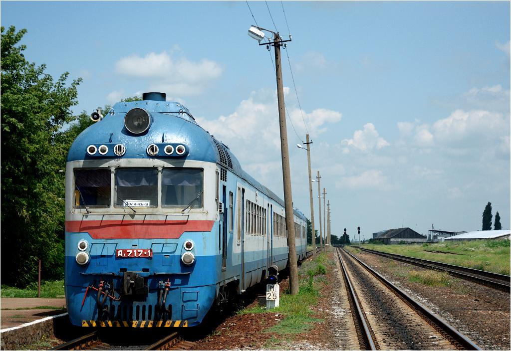 Bonus dla miłośników kolei - D1 jako pociąg relacji Mikołajów-Tymkowe odjeżdża ze stacji w Nowym Bugu