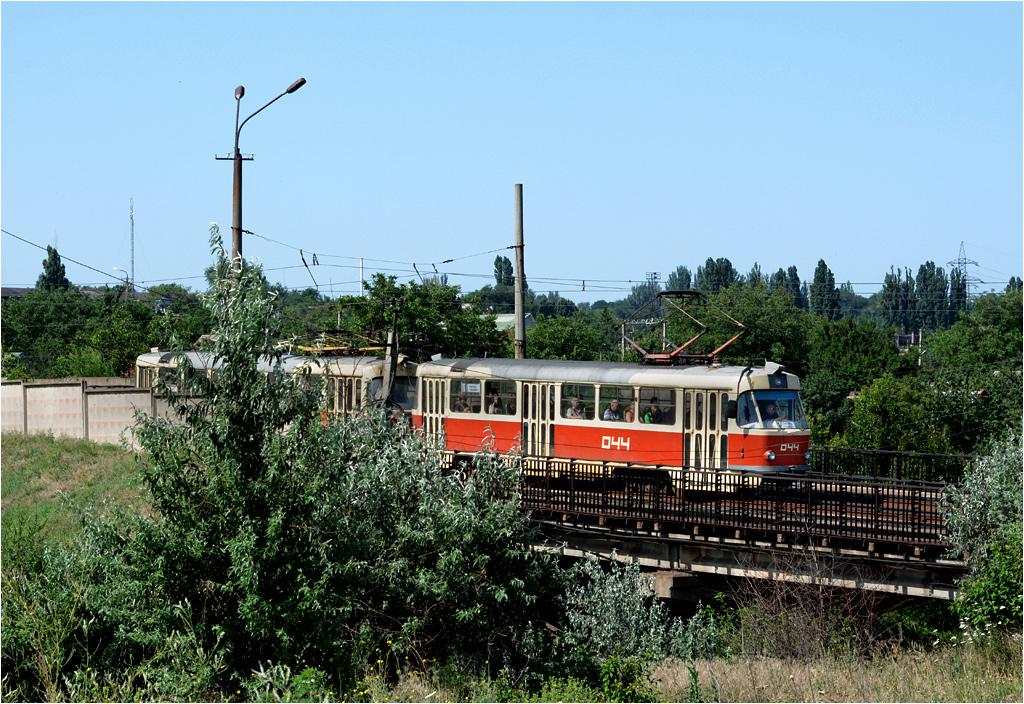 Jeden z niewielu punktów na trasie szybkiego tramwaju, gdzie wagonów nie zasłania dwumetrowy betonowy mur