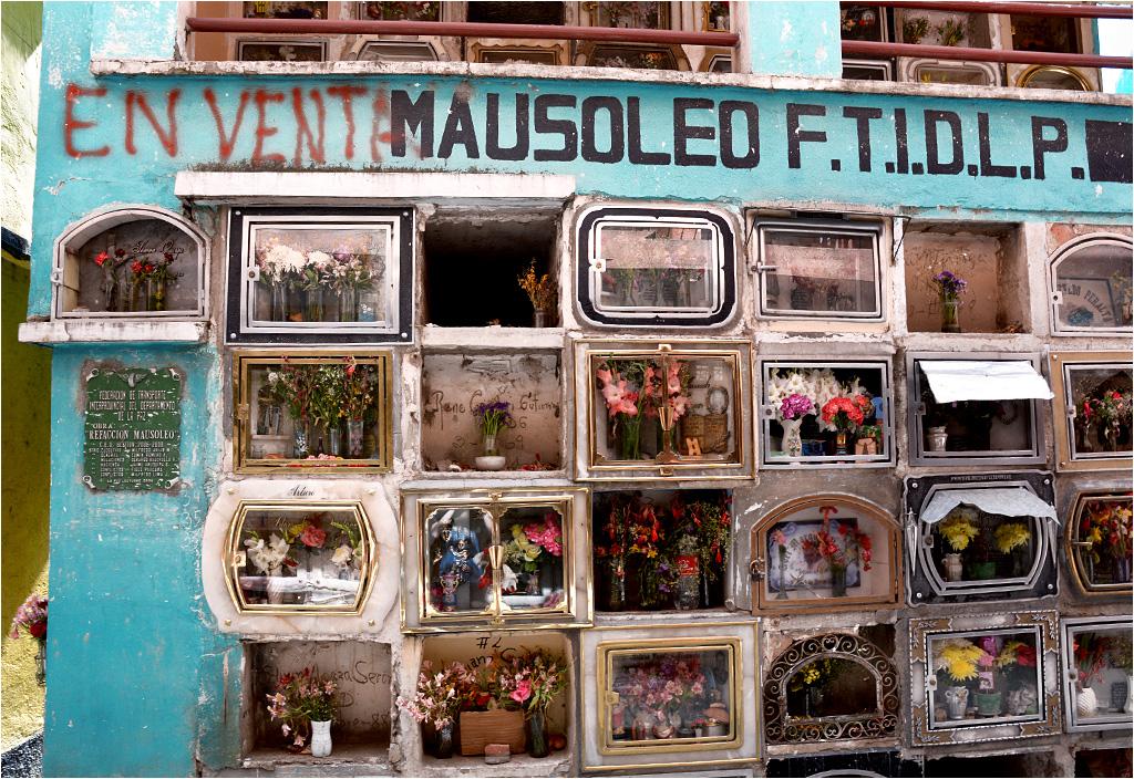 Jeżeli wierzyć napisowi, to mauzoleum wystawione jest na sprzedaż