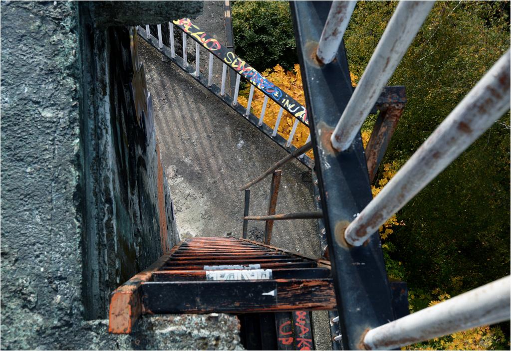 Drabiny i balustrady - widok ze szczytu minaretu