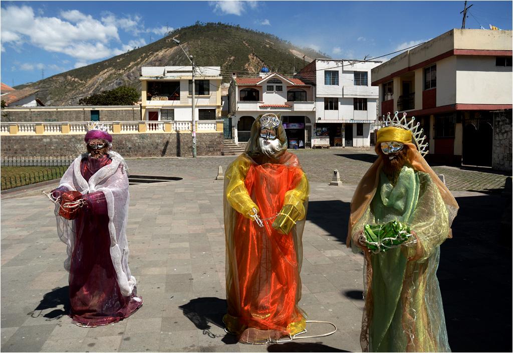 Pomasqui, Ekwador. Trzej królowie na rynku miasteczka