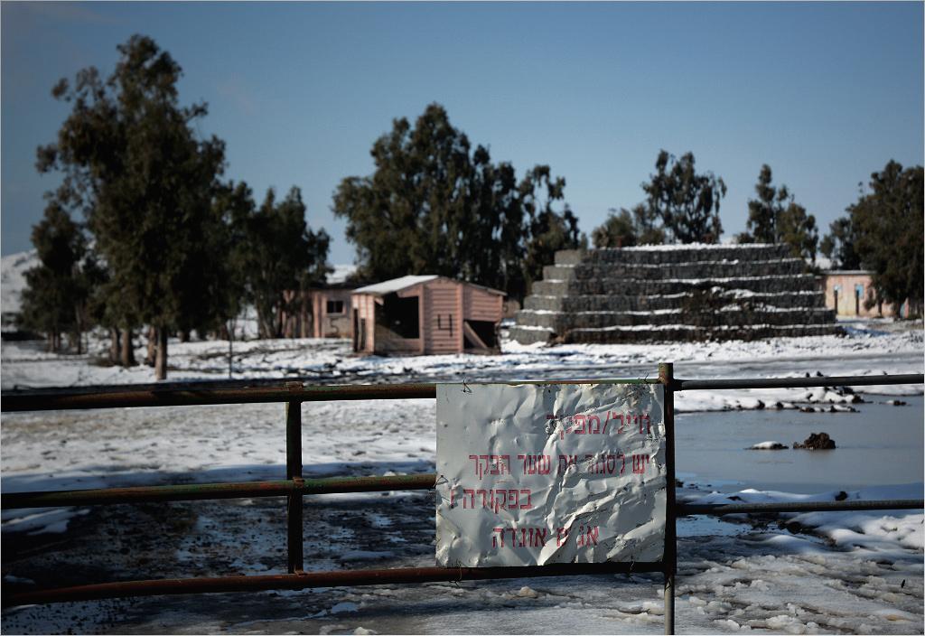 Brama wjazdowa do opuszczonej izraelskiej jednostki wojskowej