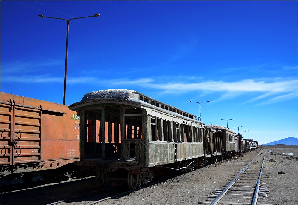 Na niewielkiej stacyjce Avaroa dogorywają prawdziwie westernowe wagony, niewykluczone, że zbudowane jeszcze w XIX wieku