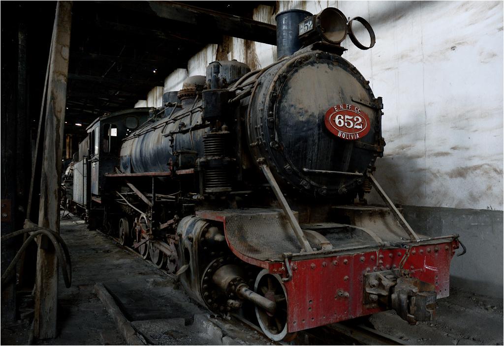 Nieźle utrzymana lokomotywa parowa numer 652