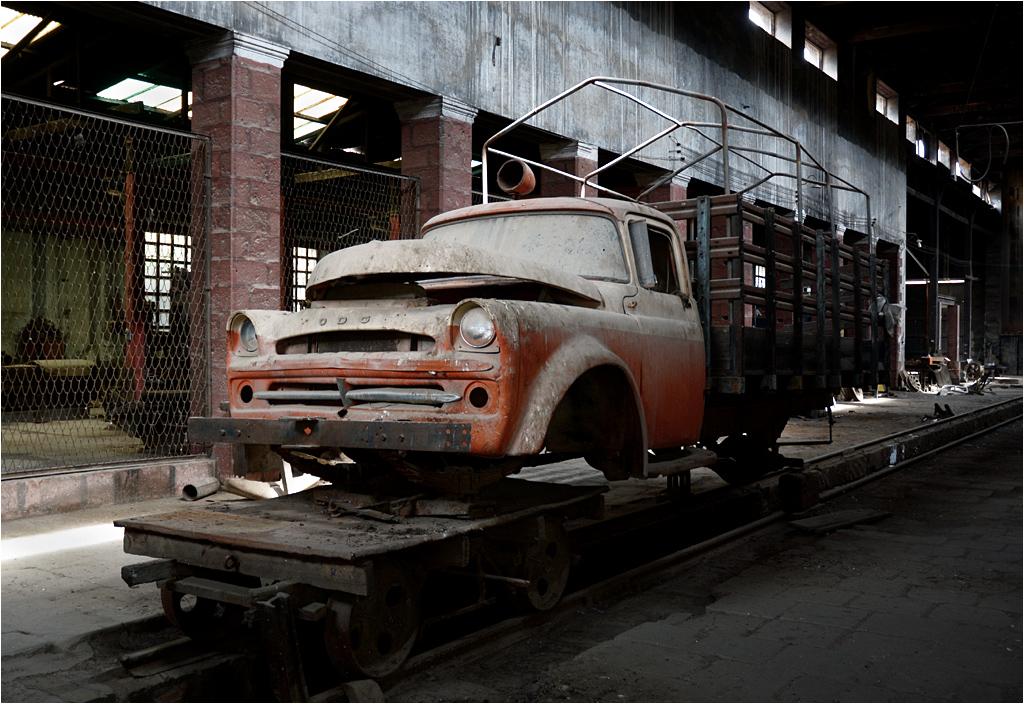 Zakurzona półciężarówka miała być przerobiona na drezynę inspekcyjną