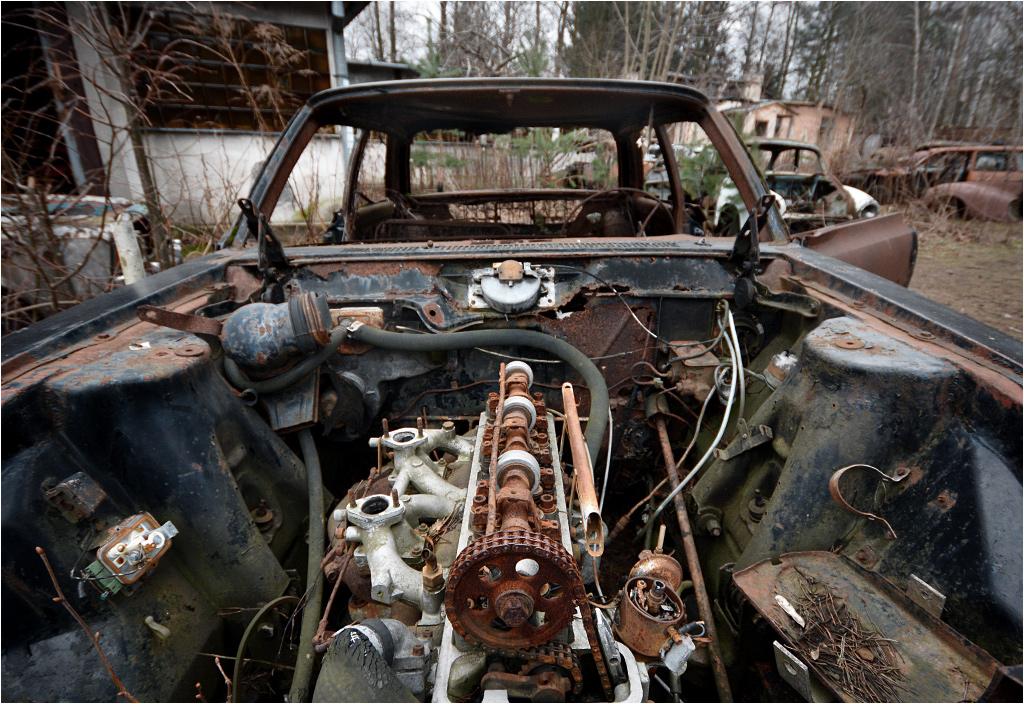 Rambler American straszący detalami rozgrabionego silnika