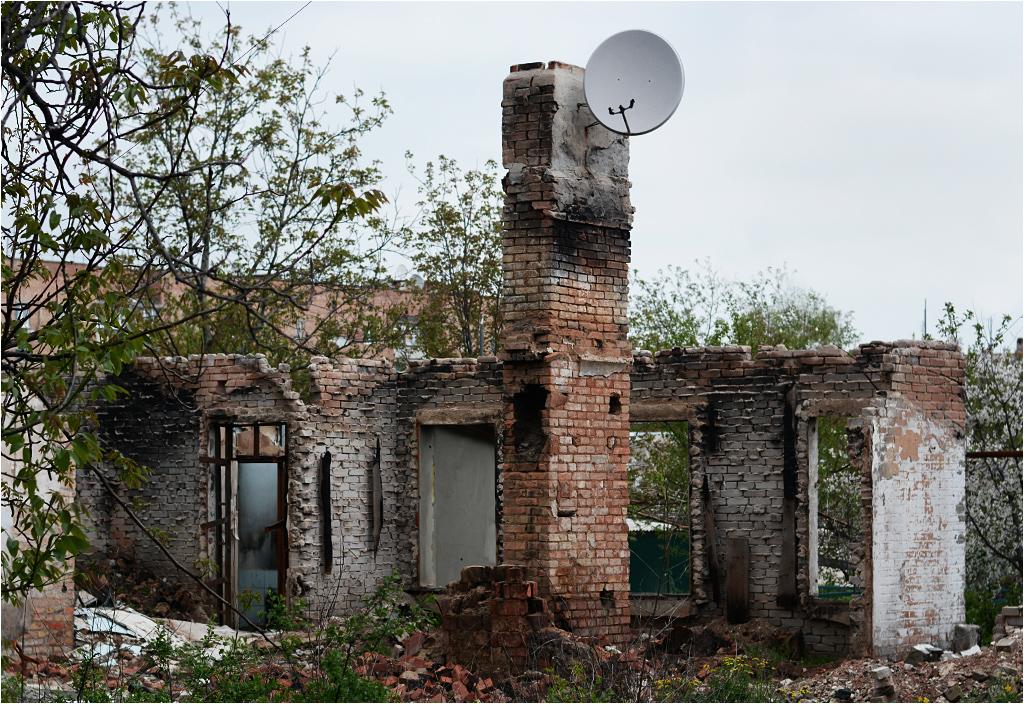 Zniszczony budynek mieszkalny w Iłowajsku