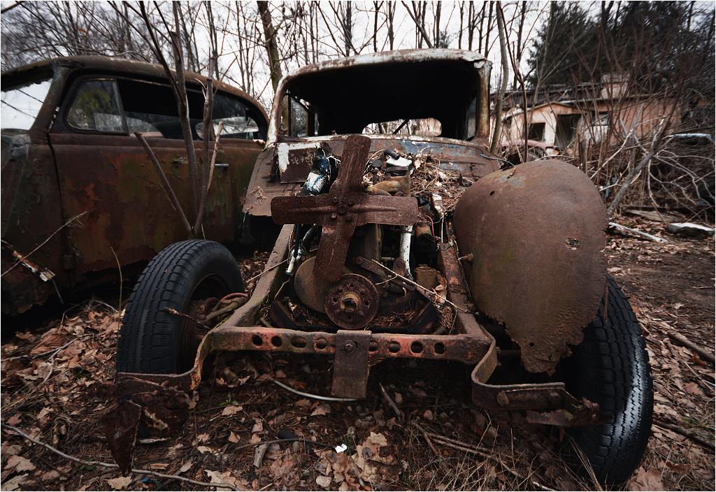 """""""Pierwsza"""" działka opisana jest już nawet w Google Maps jako """"cmentarz samochodów"""""""