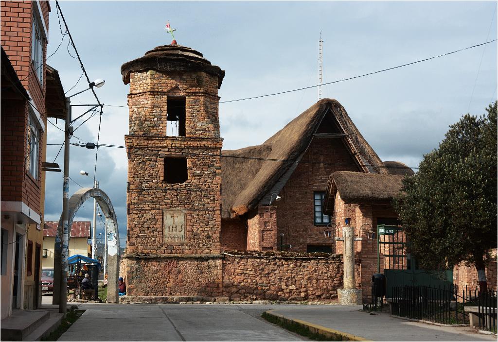 Kościół stojący przy rynku w Ninacaca...