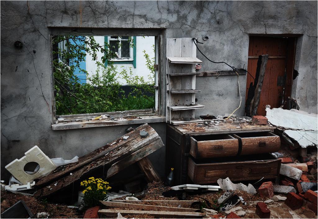 W większości domów pozostały meble