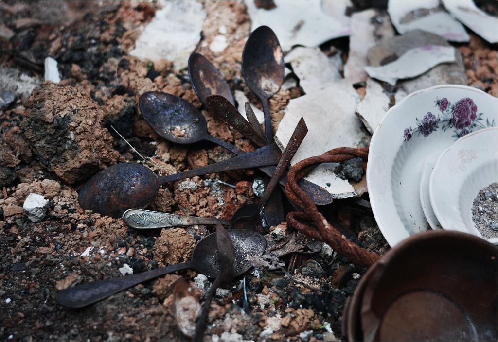 Znalezione na ziemi pozostałości po zastawie stołowej robiły chyba największe wrażenie