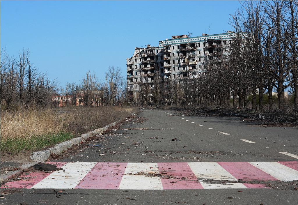 Puste ulice i nieużywane przejścia dla pieszych