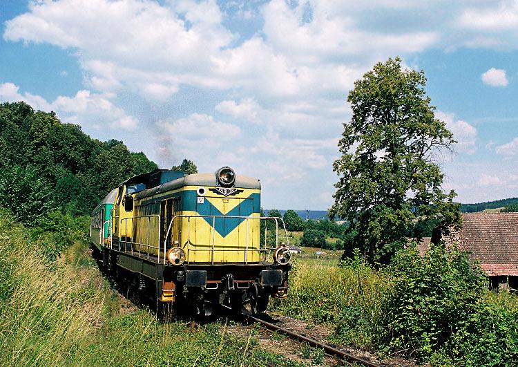 23.07.2006, Jeleniów. SU42-502 z pociągiem pospiesznym do Wrocławia złapana pomiędzy Kudową Zdrój a Lewinem Kłodzkim.