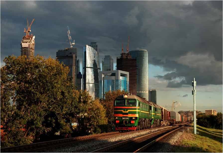 02.09.2011, MOŻD (Moskiewska Kolej Okrężna), odcinek Kanatczikowo-Presnia w świetle zachodzącego słońca.