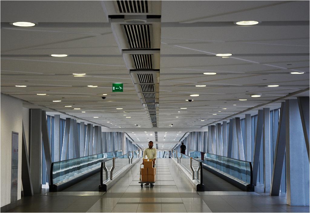 Klimatyzowany chodnik prowadzący do Dubai Mall