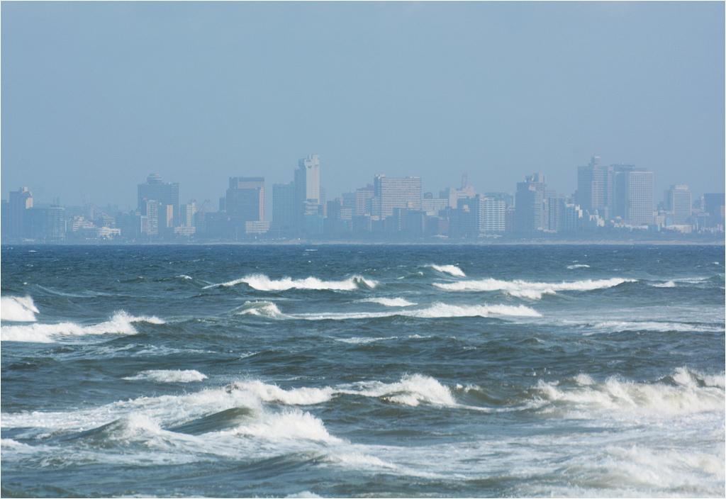 Z daleka Durban wcale nie wygląda źle, tym bardziej, że miejscowe plaże to raj dla surferów