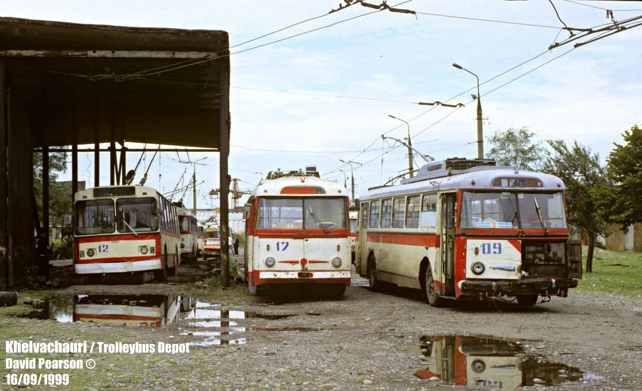Trolejbusy w Batumi, 1999 rok. Fot. David Pearson. Zdjęcie pochodzi z witryny transphoto.ru - tam też więcej fotografii dawnych kaukaskich trolejbusów