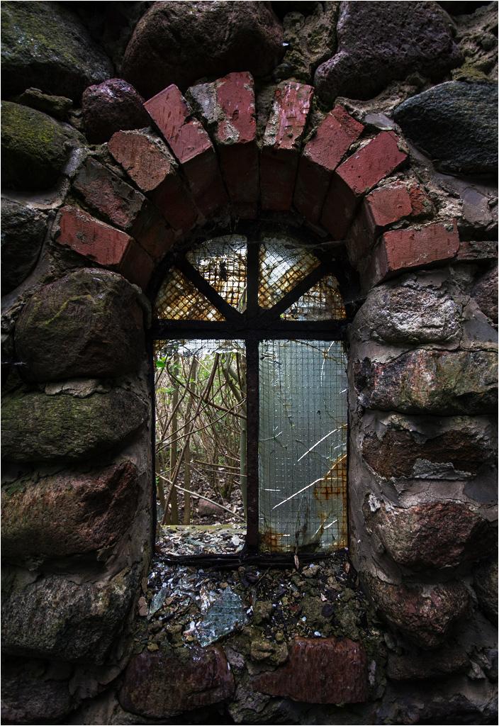 Grube mury pracowni rzeźbiarza