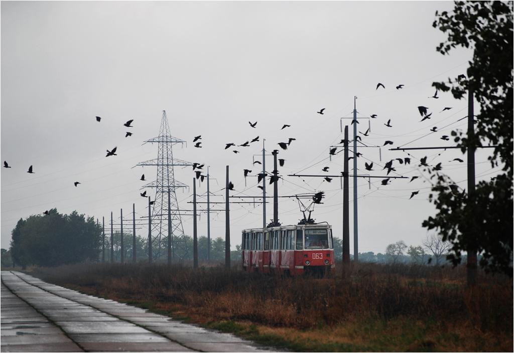 Awdiejewka - tramwaj objeżdża kombinat koksochemiczny