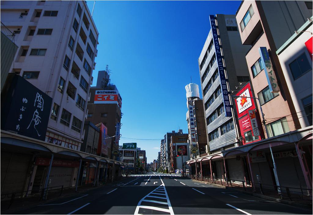 Okolice stacji metra Tawaramachi, godzina dziesiąta rano
