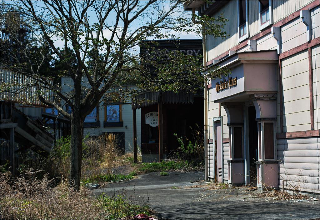 W jego miasteczku jest bank, saloon, stajnia i więzienie. Wszystko, czego potrzeba na Dzikim Zachodzie