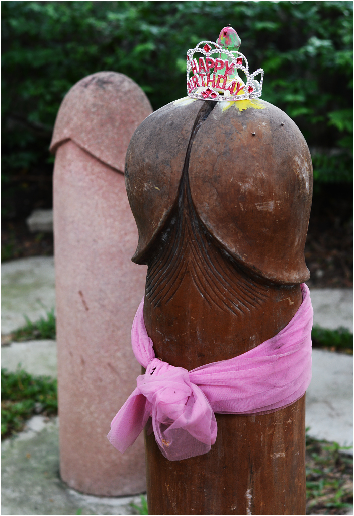 Urodzinowy penis w zaułku poświęconym Chao Mae Tuptim