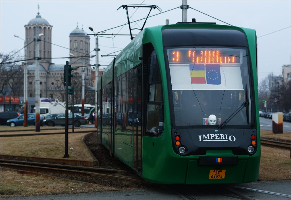 Sześć jeżdżących po Aradzie wagonów Astra Imperio (z lat 2014-2015) to jedyny przykład tramwajów rumuńskiej produkcji, kursujących poza Bukaresztem