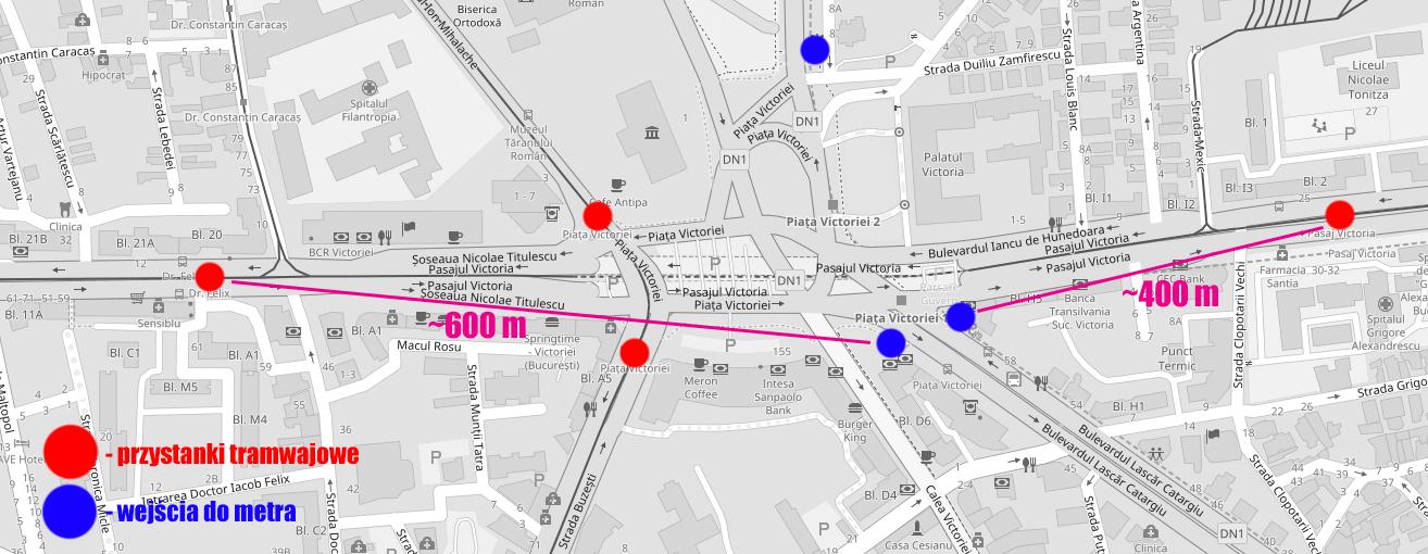 Mapa okolic Piața Victoriei. Jedna z linii tramwajowych schowana jest w tunelu pod placem, co skutecznie uniemożliwia sprawną przesiadkę na metro lub inny tramwaj. Ale i z drugiej linii, idącej po powierzchni, wcale do metra blisko nie jest. Mapka stworzona na podstawie OpenStreetMap, na licencji Open Database License