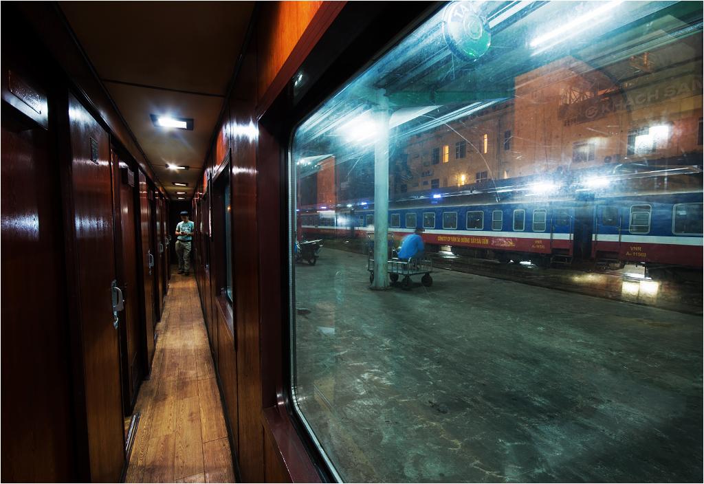 Dworzec w Hanoi, widok z perspektywy wagonu sypialnego
