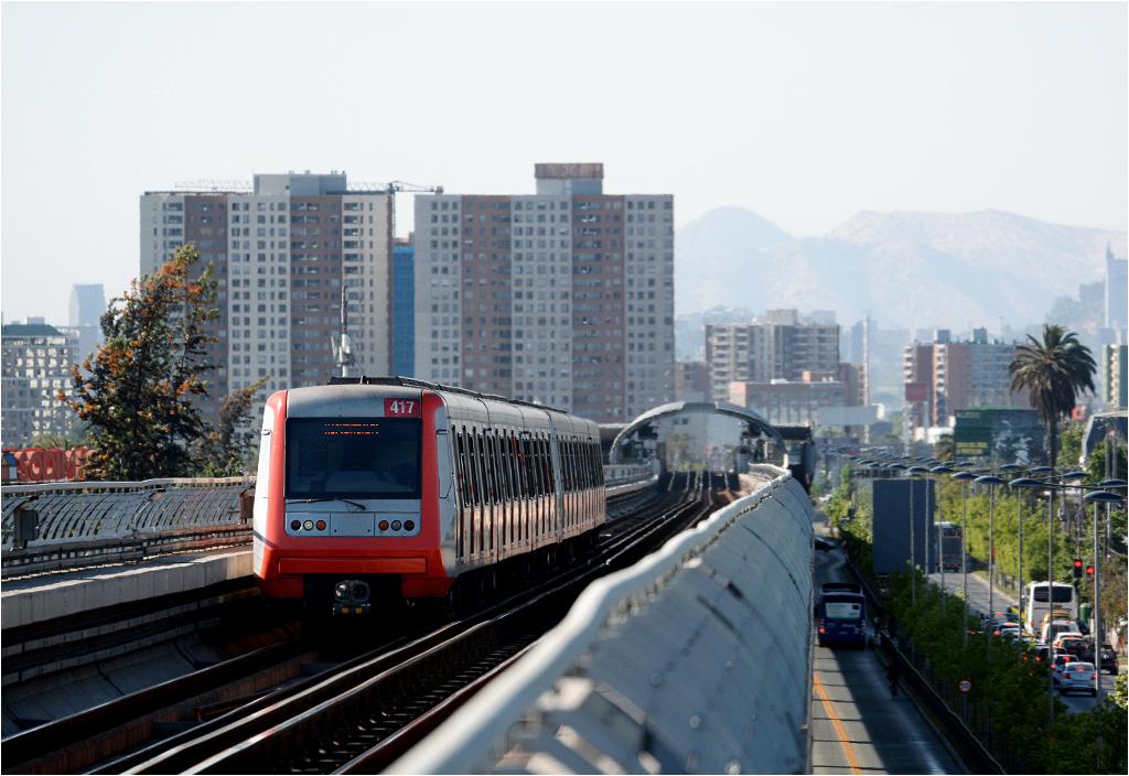 Czwarta linia metra w Santiago - widok ze stacji Trinidad w stronę centrum miasta
