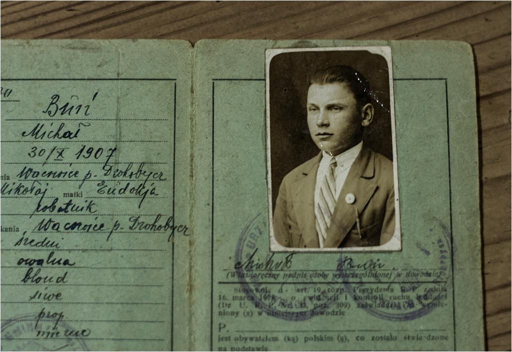 Pan Michał Buń wygląda bardzo elegancko...