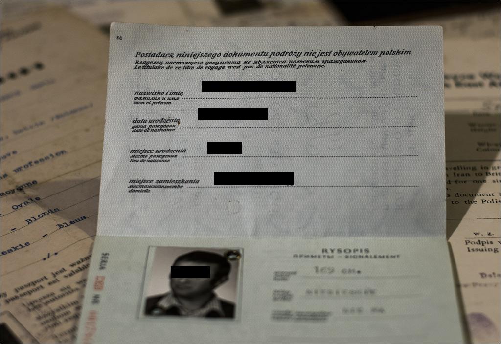 """""""Posiadacz niniejszego dokumentu podróży nie jest obywatelem polskim"""" czyli paszport tylko w jedną stronę"""