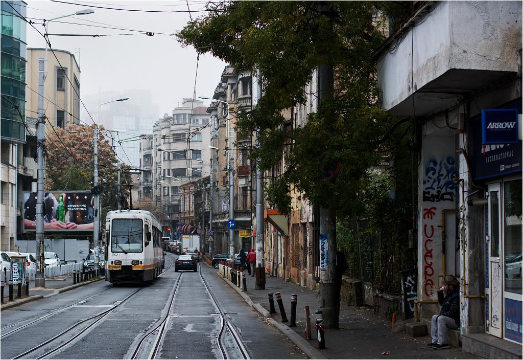 EPC V3A-93M to kolejny rumuński model tramwaju, który dziś można spotkać tylko w Bukareszcie. Tu na Calea Moșilor