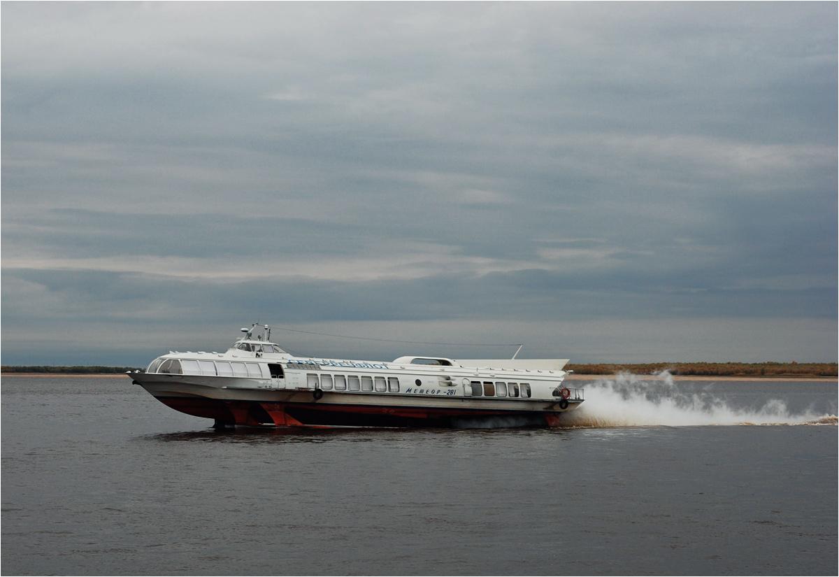 """Pływające po Obie promy to stare radzieckie wodoloty """"Meteor"""""""