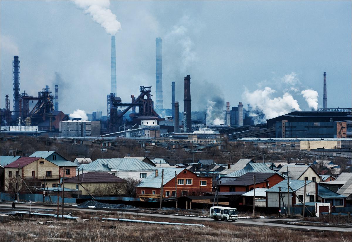 Kombinat metalurgiczny góruje nad Temirtau
