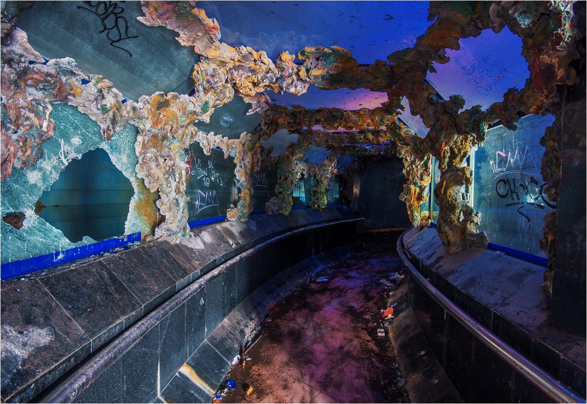 Ale prawdziwego kolorowego oczopląsu można dostać w tunelach, prowadzących pod akwariami