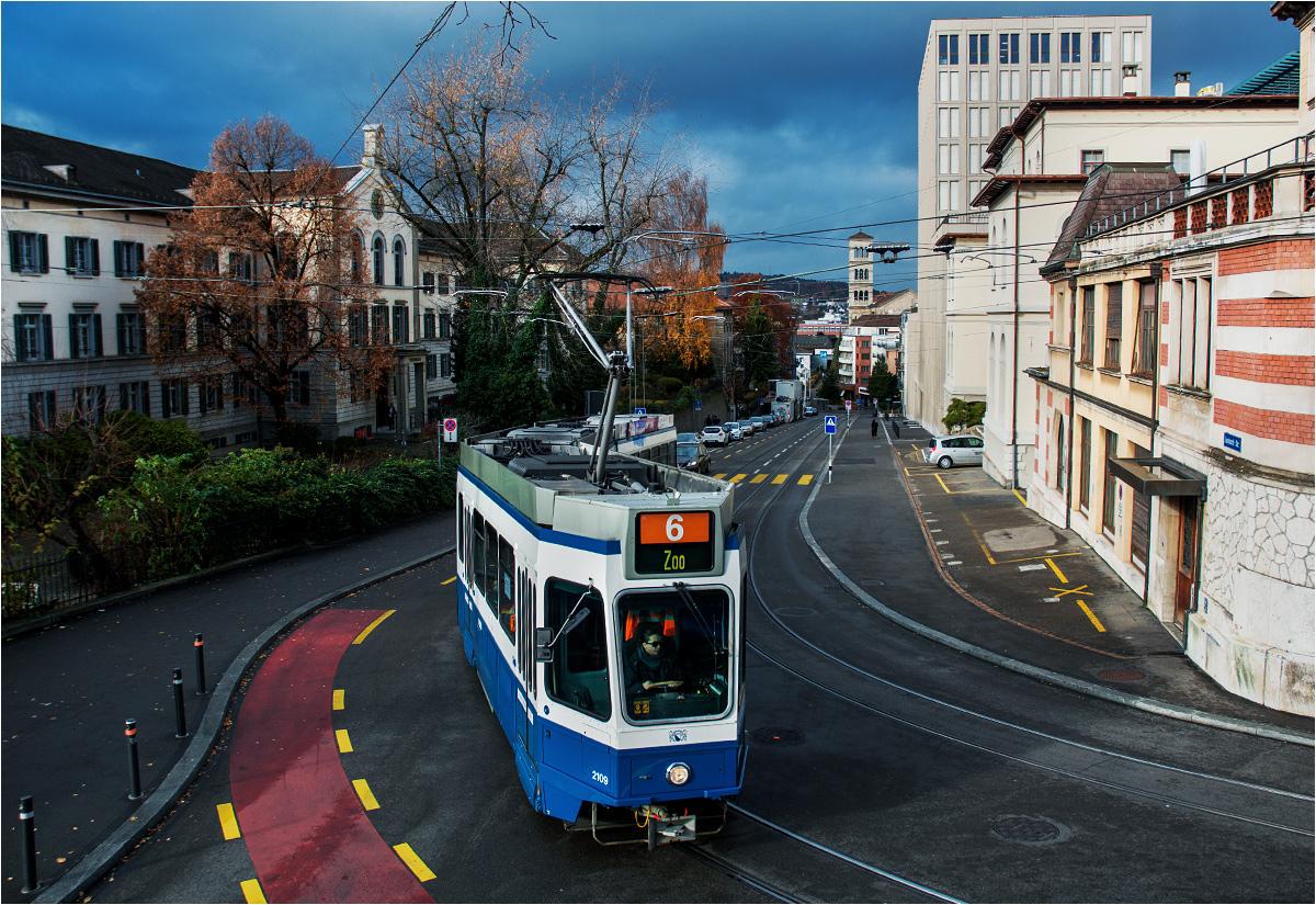 """Zurych. """"Szóstka"""" mozolnie wspina się pod górę Leonhardstrasse"""