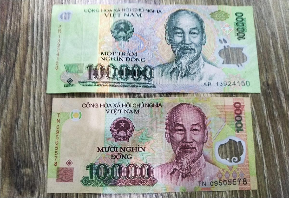 Banknoty dziesięcio- i stutysięczne różnią się od siebie tylko kolorem i - nieznacznie - rozmiarem. Czasami trudno je rozróżnić, zwłaszcza w okolicznościach zmęczenia, pośpiechu i wietnamskiego upału