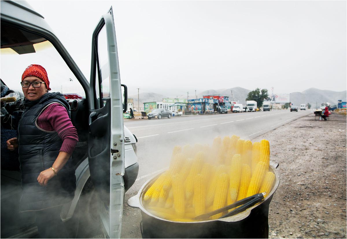 Postój na gotowaną kukurydzę w wiosce Czujskoje