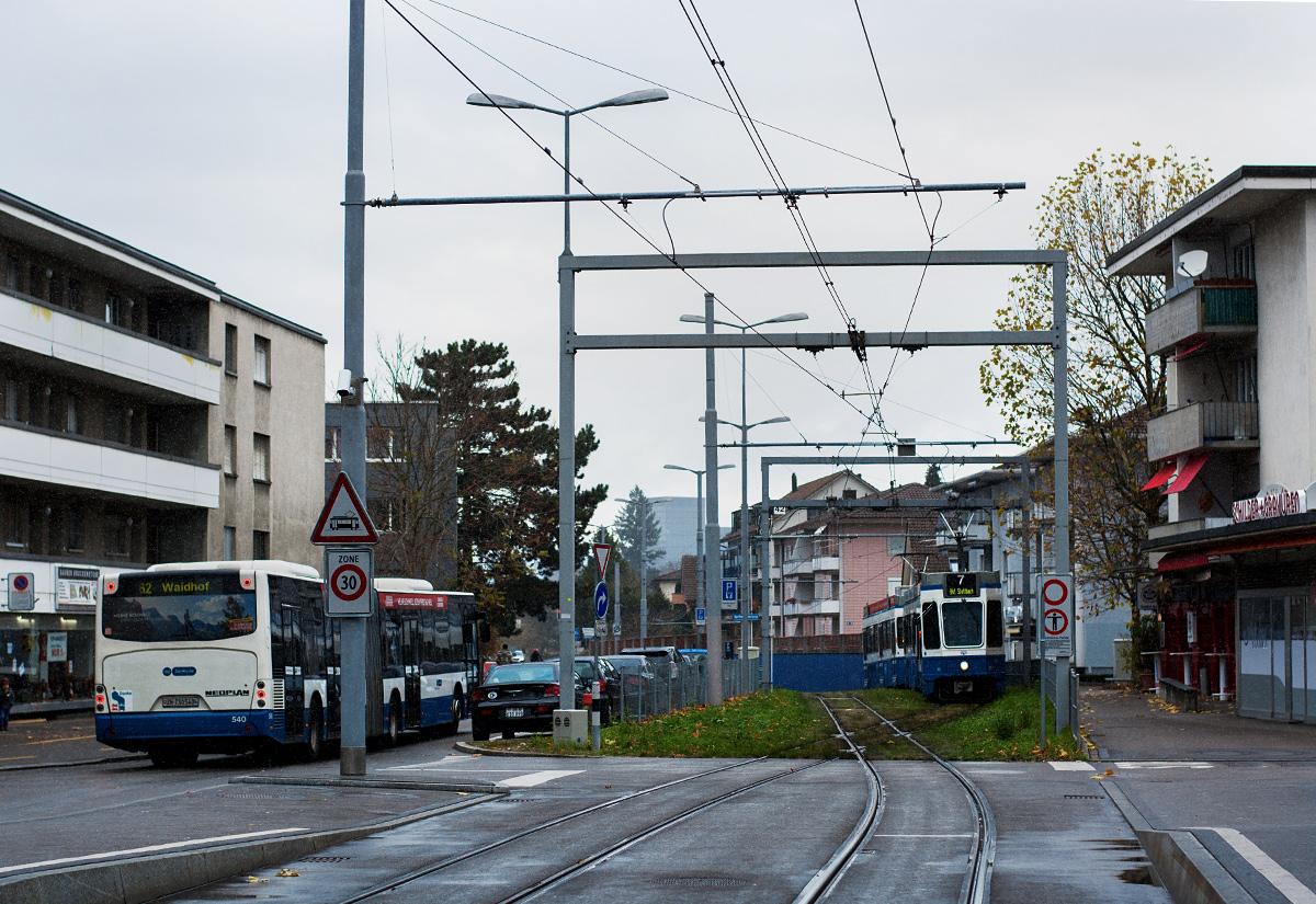 Błąd w szwajcarskim zegarku - skrzyżowanie torów przy Schwamendinger Platz