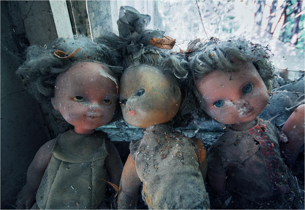 Lalki w opuszczonym przedszkolu numer 8 w Prypeci. Wiele przedmiotów w najbardziej popularnych budynkach wyglądają na ustawione specjalnie do zdjęcia
